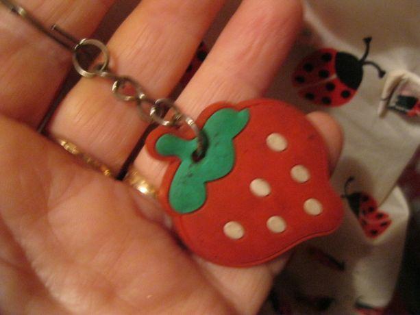 детский сувенир брелок ягодка клубника резина игрушка