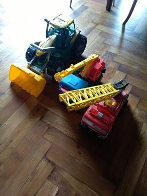 dźwig wóz strażacki i koparka