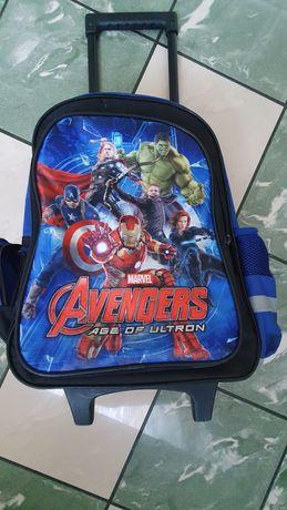 Plecak na kółkach Avengers Marvel Passo wyciągana rączka.
