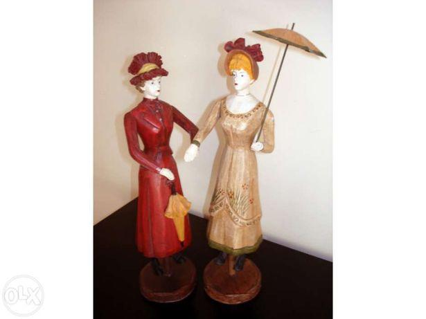2 Bonecas pintadas à mão em madeira