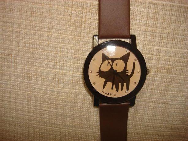 Новые стильные часы-котики,отличный подарок к году мышки)