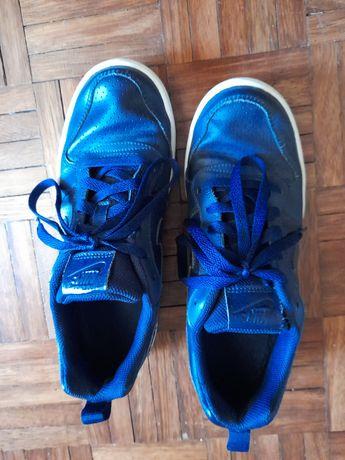 Tenis Nike cor azul