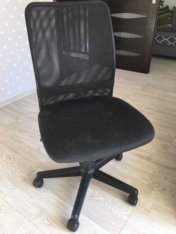 Obrotowe krzesło biurkowe