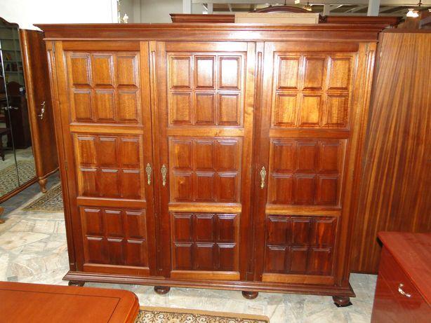 Roupeiro três portas em madeira - Bom estado geral