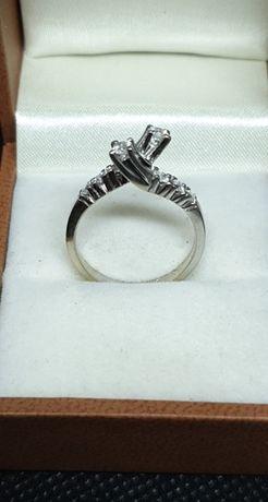 Pierścionek białe złoto z diamentami