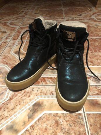 Продам зимние ботинки изумрудного цвета 38 размер натуральный мех кожа