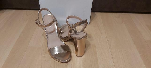 Złote sandałki New Look