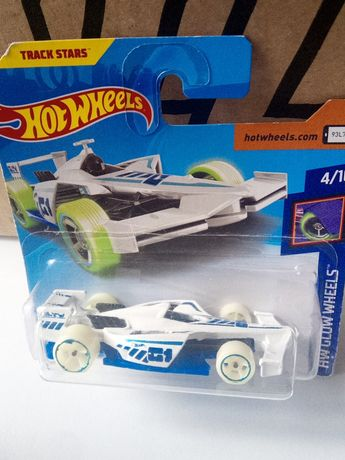 Hot wheels auto, resorak