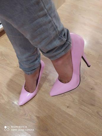 Туфли женские 43 размер 28 см стелька, каблук 14,см