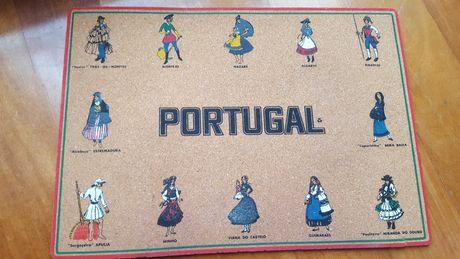 Trajes de Portugal - retrato em cortiça