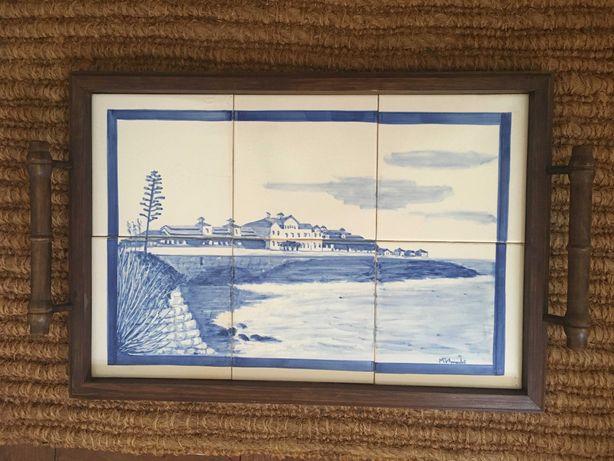 Tabuleiro com painel de azulejos