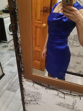 Сукня атласна, приталена