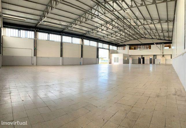 Pavilhão para arrendar na Zona Industrial de Cucujães