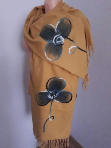 Szal ciepły ponczo chusta musztardowa modna z kwiatem
