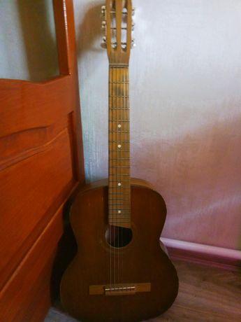 Продается классическая Советская гитара для новичков