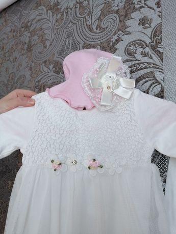 В дуже гарному стані плаття з шапочкою на 3-12 місяців.