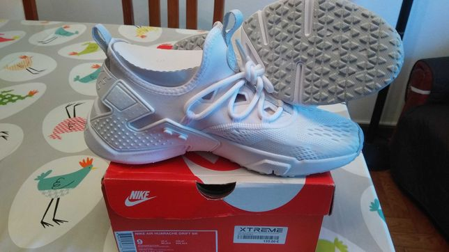 Ténis Nike novos.