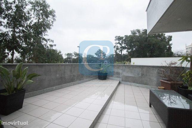 Apartamento T2 em condomínio fechado, ao Hospital S. João