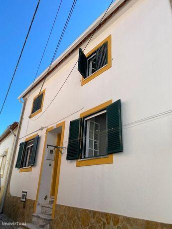 Moradia Totalmente Remodelada - Cozinha Equipada - A Estear