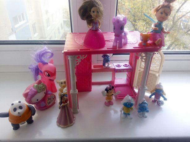 Продам дом с игрушками