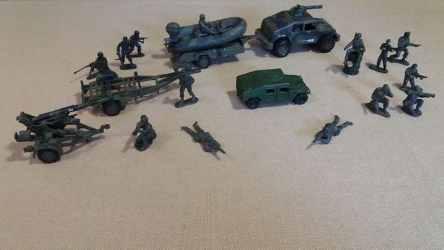 zestaw zabawek militarnych