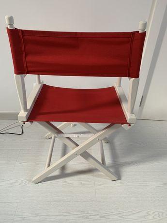 Cadeira de realizador branca e forro vermelho