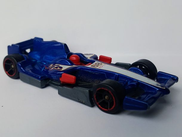 машинка моделька Formula-1 с гонщиком (Hot Wheels, 2010) редкая