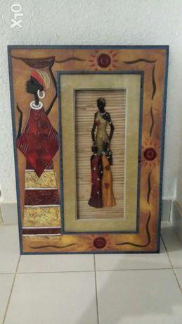 2 Quadros com estatuetas em relevo africanas