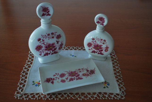 Estojo Lavatório Antigo (Saboneteira e Frascos) Porcelanas Guillen