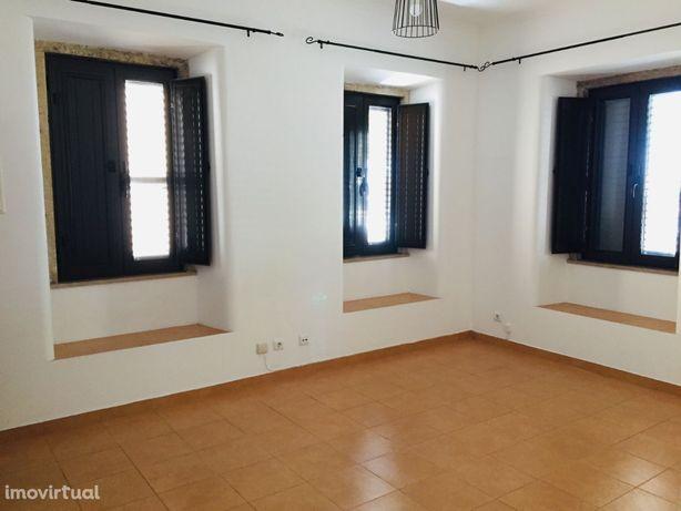 Apartamento T1 Centro Barreiro R/C -Cozinha Semi Equipada