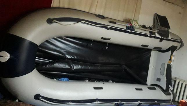 Продам надувную лодку Калипсо модель HSD420 на 7персон