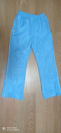 Вещи   для  ребенка   спортивные   штаны, кофта и юбка.