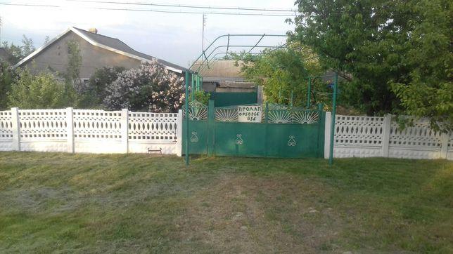 Продам добротный дом. Расположен в уютном селе Карпово.