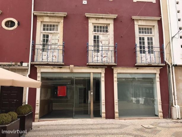 Estabelecimento comercial localizado no centro/baixa de Faro