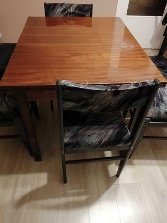 Stół na wysoki połysk wraz z krzesłami