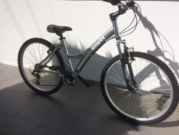 Venda de bicicletas usada de senhora ( muito pouco uso)