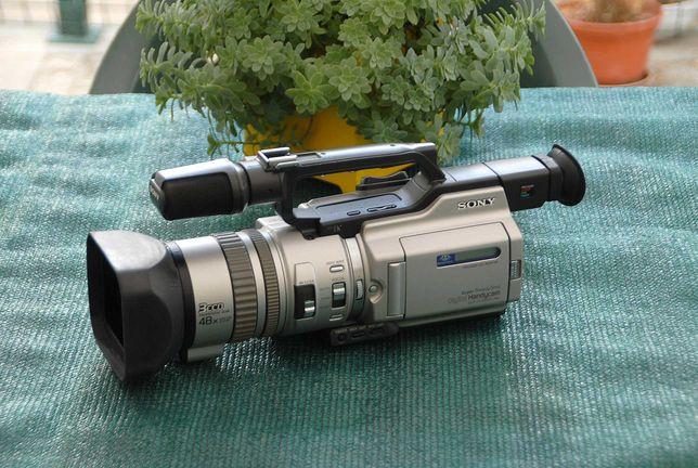 Camara de Video Sony-VX2000E, Mini DV de 3 CCD.