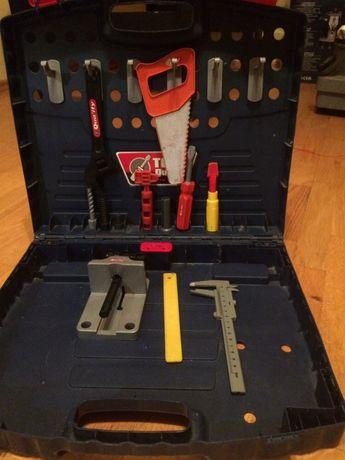 Skrzynka z narzędziami zabawkowa