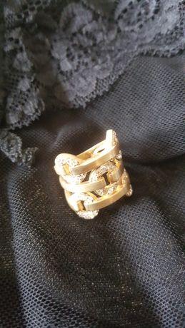 Anel novo e pulseira com anel