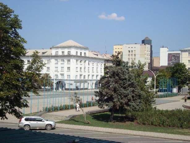 Продам 2-х комнантную квартиру в центре Луганска