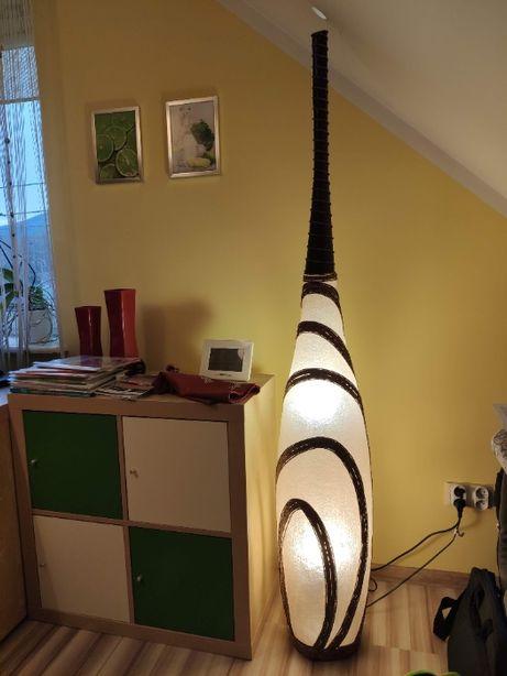 Stylowa lampa podłogowa