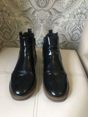 Ботинки Zara на девочек 33 р
