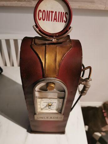 Retro zegar - amerykański dystrybutor paliwa