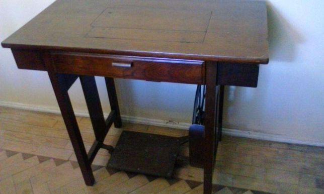 mesa com maquina de costura