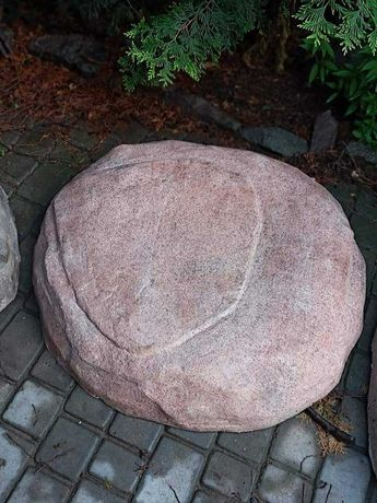 Люк декоративный камень