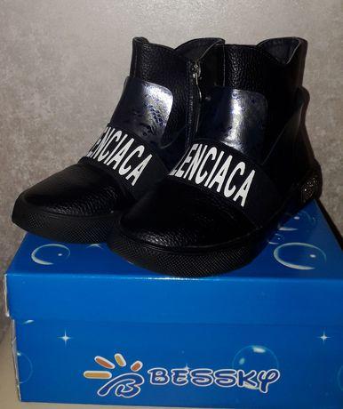 Ботінки,чобітки, черевики для дівчинки