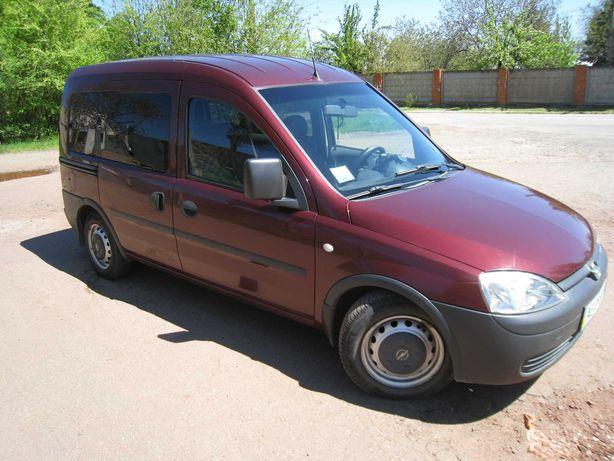 хороший Opel combo. газ-бензин.