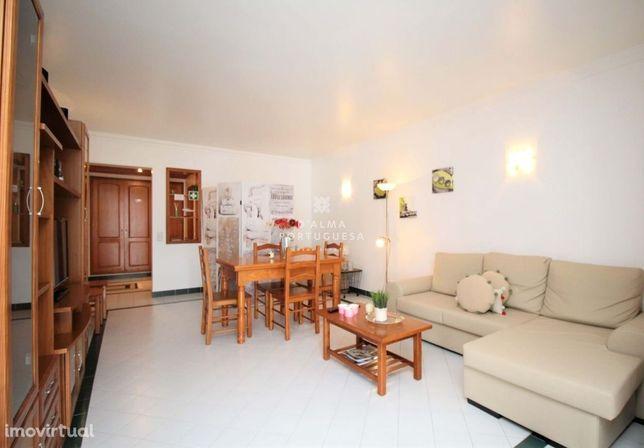 Apartamento T1 com 100m2 para venda nos Salgados