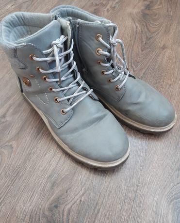 Продам зимние ботинки