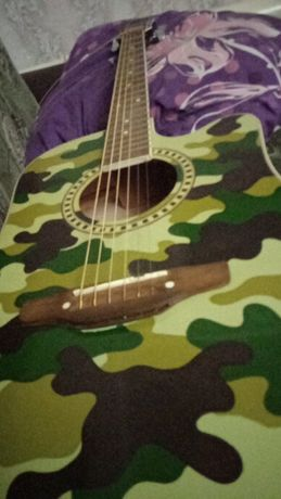 Продам гитару срочно!